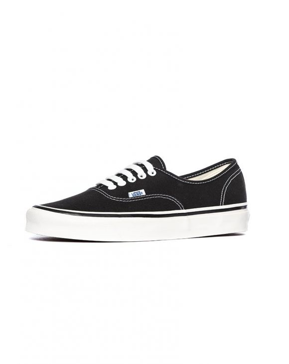 UA AUTHENTIC 44 DX IN SCHWARZ