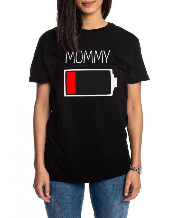 MOMMY CHARGE T-SHIRT IN BLACK